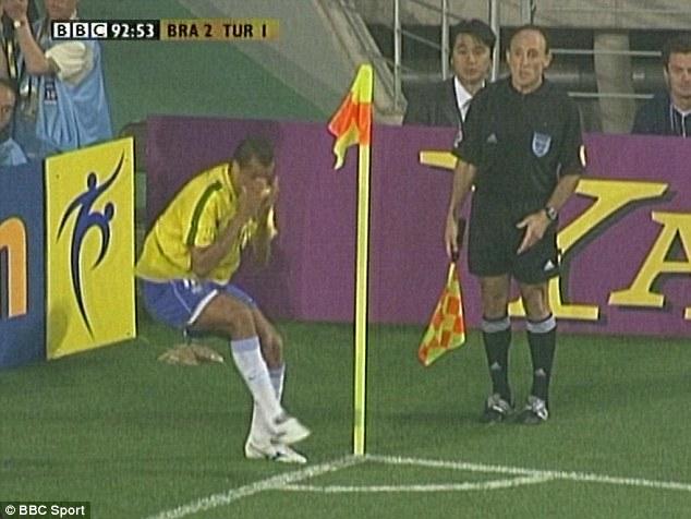 MŚ 2002: Obrzydliwa symulka Rivaldo i pierwsza tego typu kara w historii